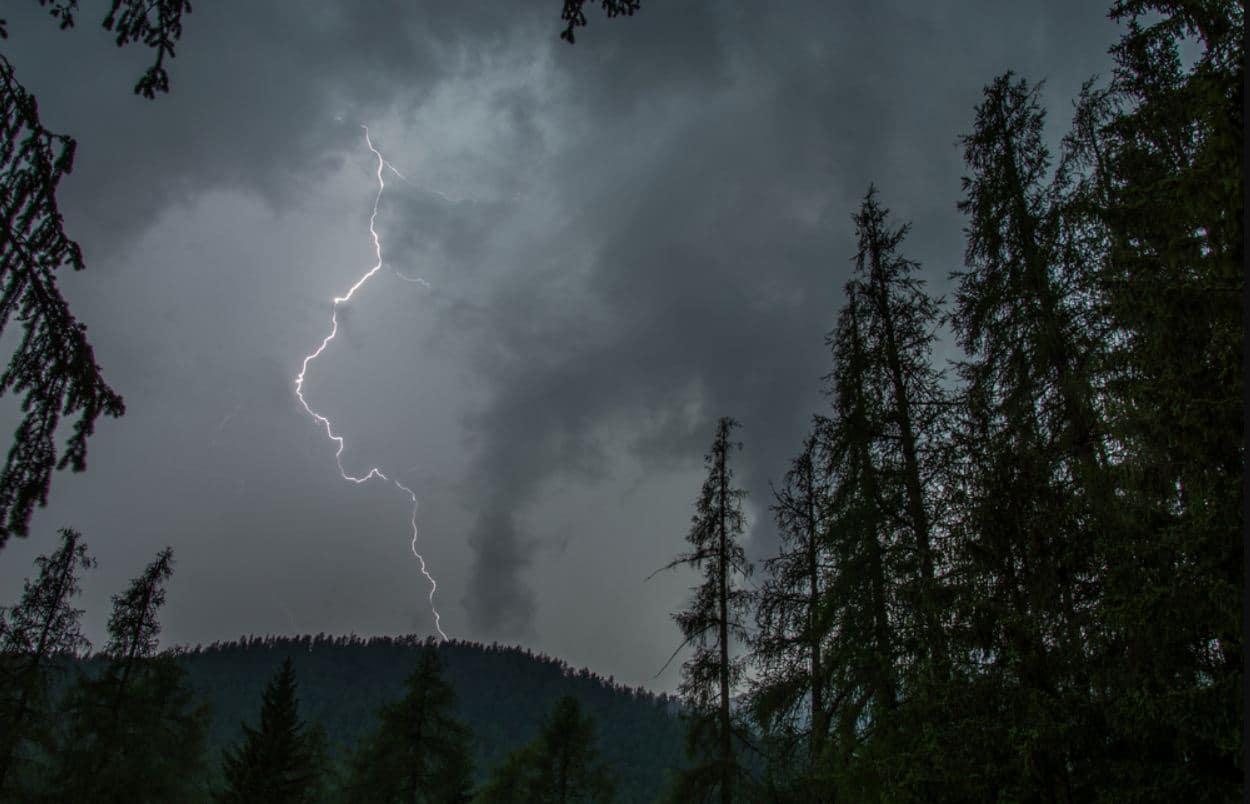 What to Do When You Face Lightning in the Mountain